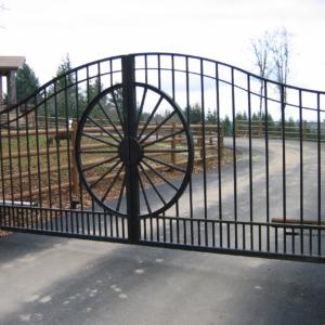 westerncustomwagonwheelcenterpiecec7 Stratford gate systems